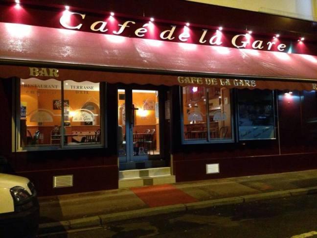 Devanture du Café de la Gare au Vésinet